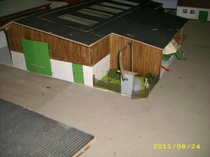 geb ude modellbau 1 32 kuhstall modell 1 32. Black Bedroom Furniture Sets. Home Design Ideas